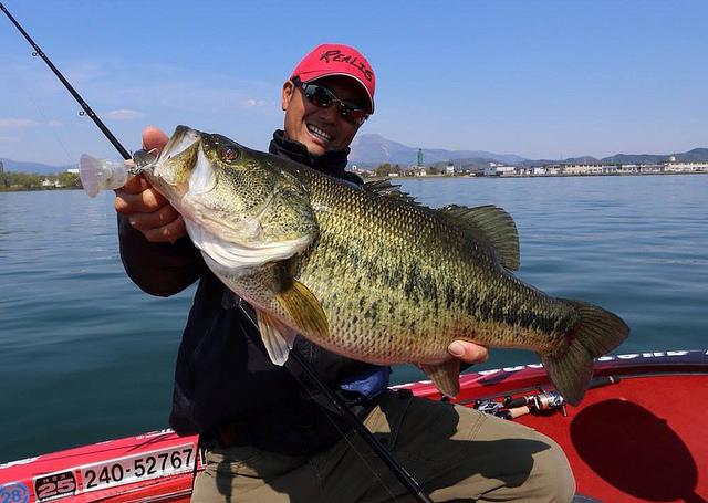largemouth-bass-fishing-tips.jpg